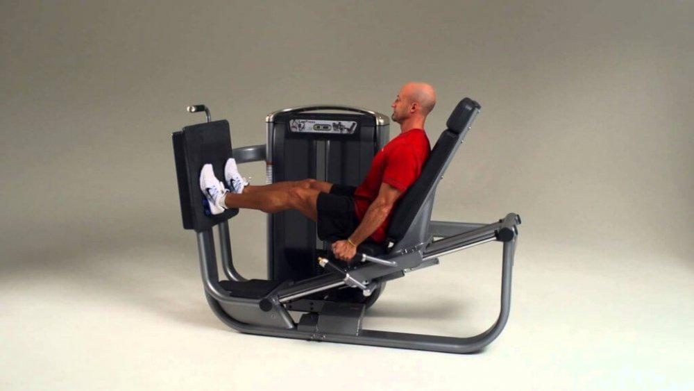 Posilování spodní části těla nastroji MATRIX řady Ultra Series.