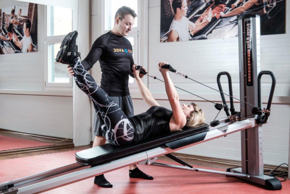 Silový trénink sváhou vlastního těla nastroji Total Gym.