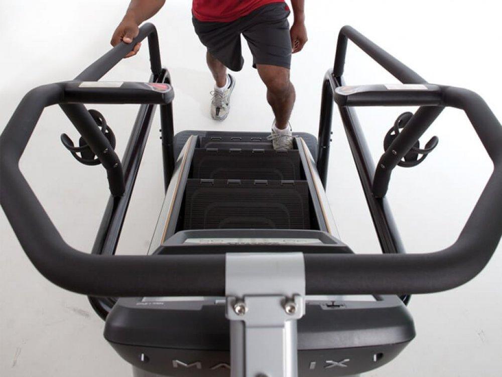 Při zařazení dalších prvků kběžné chůzi si nastavte pomalejší rychlost, abyste si napohyb zvykli.