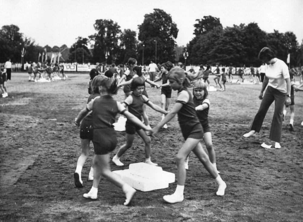 Zábavný trénink aneb cviky jako ze staré školy   /zdroj: www.veslavkove.cz/